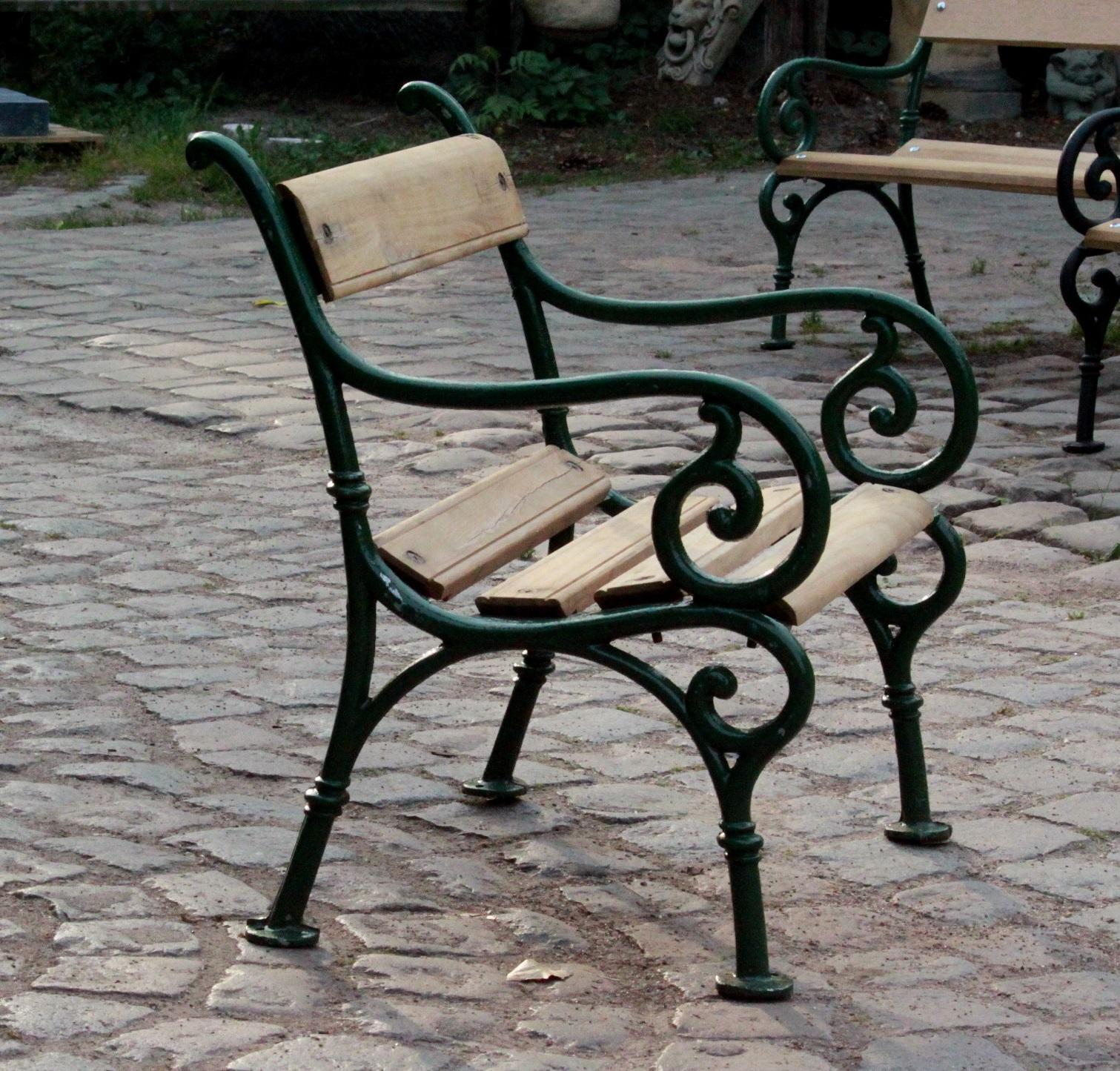 Gietijzeren en Eiken Tuinstoel   VAN ROY KASSEIEN